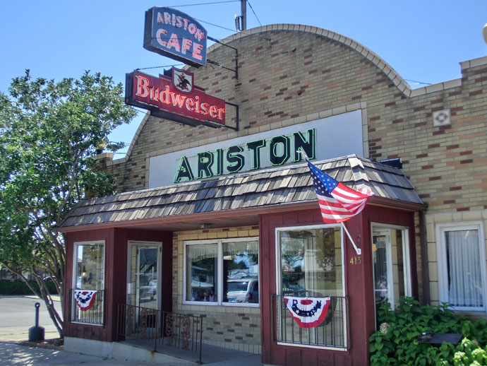 Skyview drive-in bio og Ariston Café på Route 66