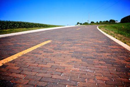 Shea´s tankstation og old brick road på Route 66