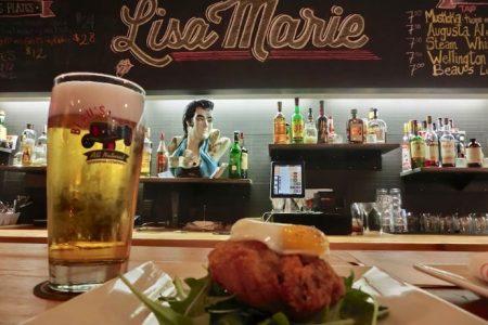 Friturestegt burger og lækkerier fra Toronto