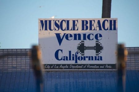 Kanalerne i Venice Beach og solnedgang ved Stillehavet