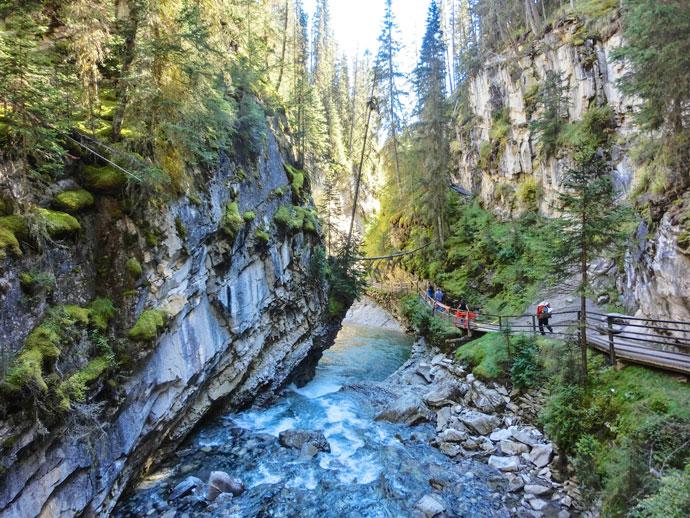 Indl g p facebook uge 2 af 3 roadtrip usa canada for Johnston canyon cabins
