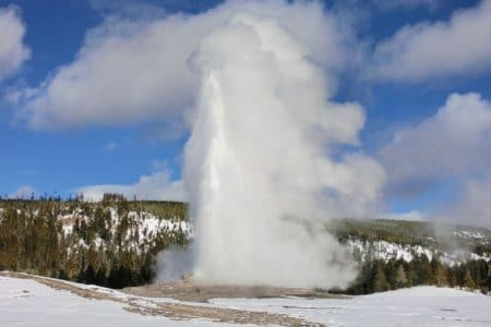 Old Faithful i Yellowstone på snescooter – dag 3