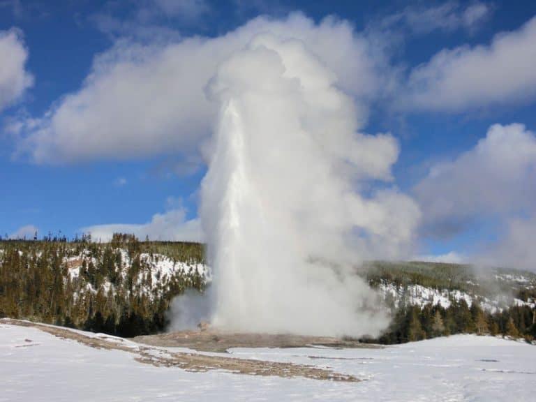 Old Faithful i Yellowstone på snescooter – dag 3