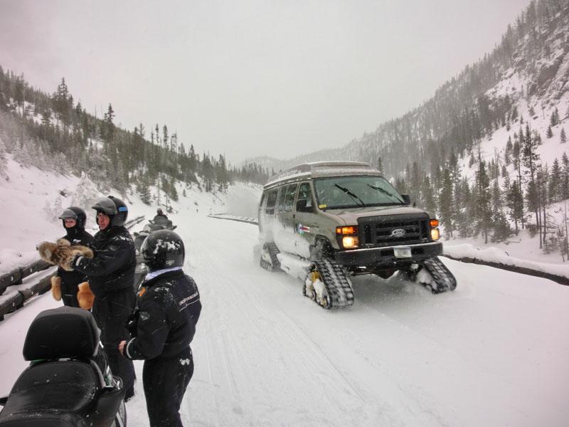 yellowstone_snowmobile_day2_roadtrip_2013-25