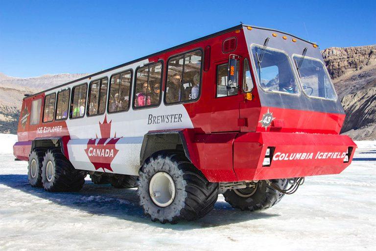 Vandfald og Columbia Icefield gletcher i Jasper National Park