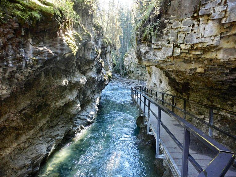 Johnston Canyon og byen Banff