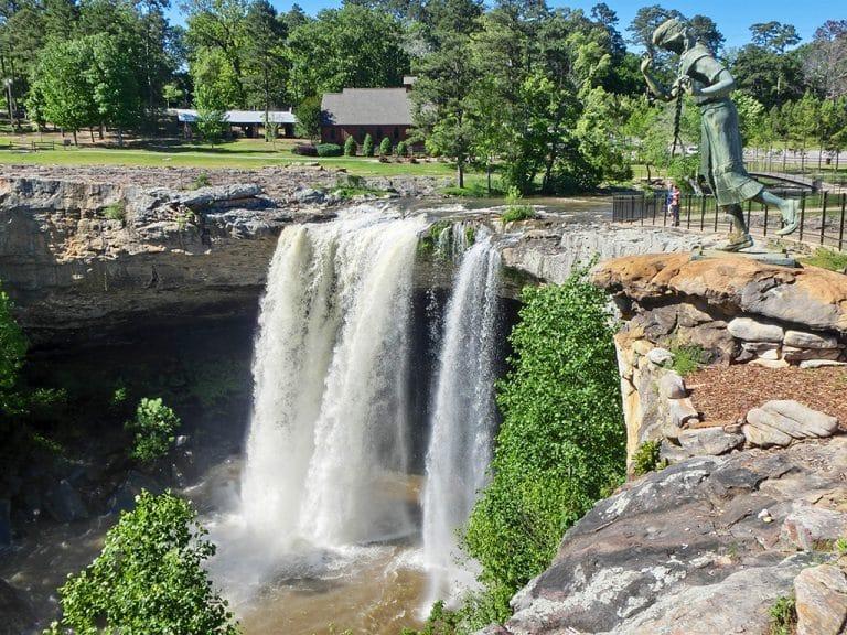 Ferskner, BBQ og Noccalula Falls i Alabama