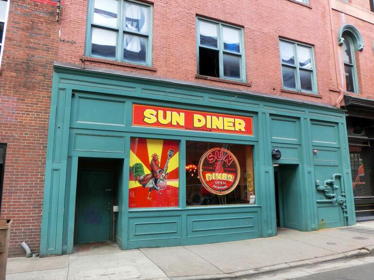 SUN Diner og Ryman Auditorium