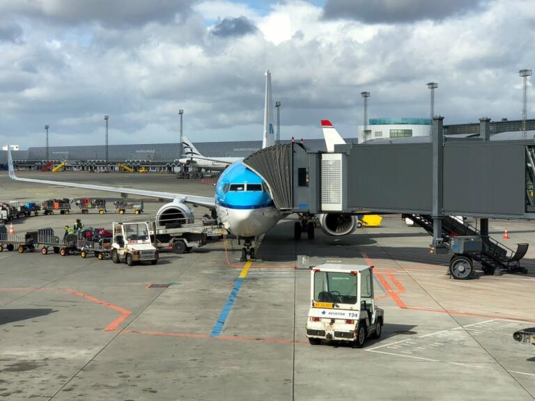 København til Boston via Amsterdam